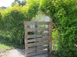 Pallet Gate with creative hinges