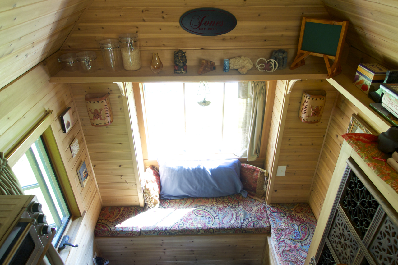 An introduction to tiny house living pictures simply - Tiny house living room ...