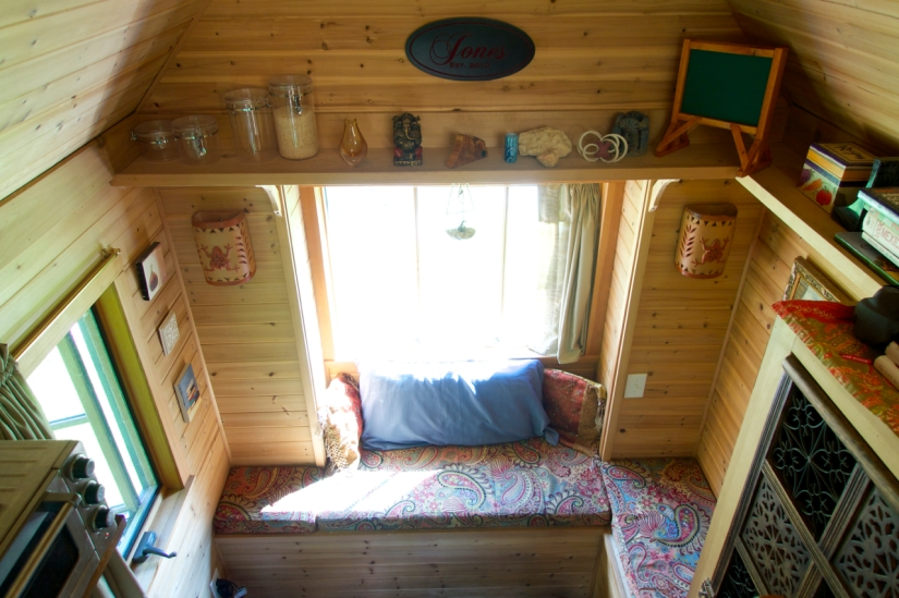 Simply-Intentional-Tiny-House-Living-12